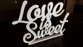 Love is Sweet- napis 3D na słodki stółNapisy 3D na stół